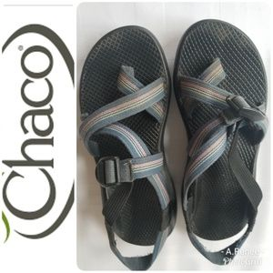 Chaco Women Pink and Blue Striped Sandals SZ 8